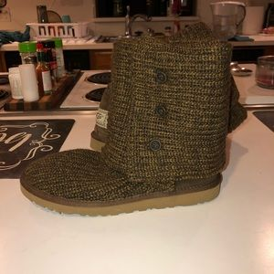 BARELY WORN UGG Knit Fold Over Boots